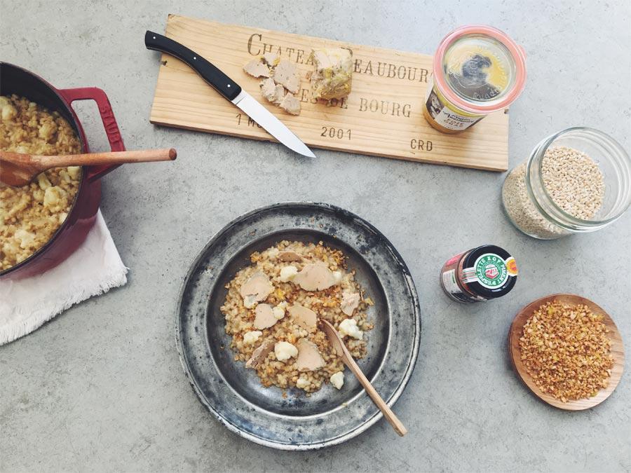 Risotto d'orge perlé, chou fleur et pétales de foie gras